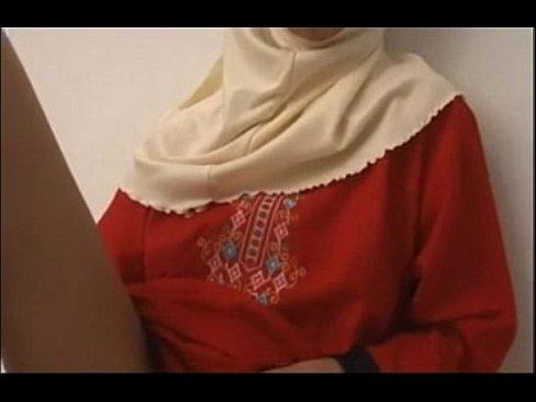 محجبة مسلمة تجلخ كسها وتصرخ بقوة -بورن سكس فلسطيني