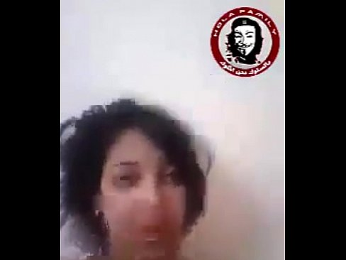 قحب مغربيةالمعروفةبإسم ريكسونا !! تدخل قنينة كبيرة في كسها لتغري حبيبها الخليجي-بورن سكس مغربي