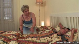 افلام بورن سكس اسيوي الفتاة الممحونة تساعد اخيها علي القذف-بورن سكس أجنبي