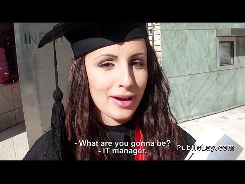 صربية جميلة تتناك بعد تخرجها من الجامعة-بورن سكس صربي
