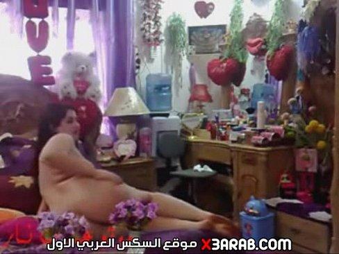 عراقية مربربة تتعري من قميص نومها وتجلخ كسها الممحون !! وتقول كلام ناررر-بورن سكس عراقي