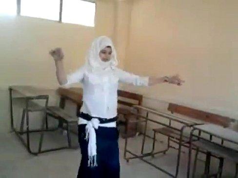طالبة ثانوية عراقية ترقص خليجي !! نار قحبة مشروع-بورن سكس عراقي