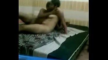 بيمسكها يفضل يبوس ويحضن فيها وعلى السرير يشتغل لحد ماتجيبهم-بورن سكس عربي