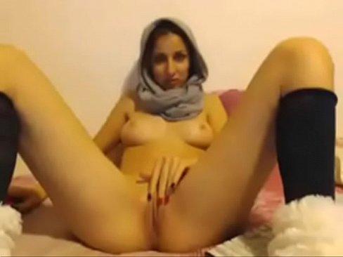 محجبةعربية تجلخ كسها وبزازها !! حتى تقذف وتصرخ-بورن سكس محجبات