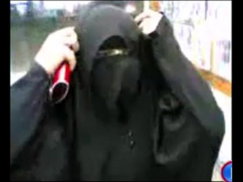كويتية منقبة تتناك من الخلف وتمص الزب-بورن سكس كويتي