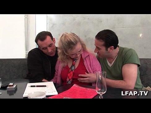 تلميذة فرنسية مع صديقها والأستاذ-بورن سكس فرنسي