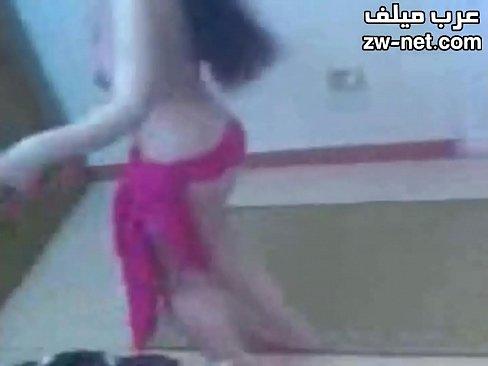 مربربة ترص وتضحك بعد ان تتناك بلهفة وروعة-بورن سكس تونسي