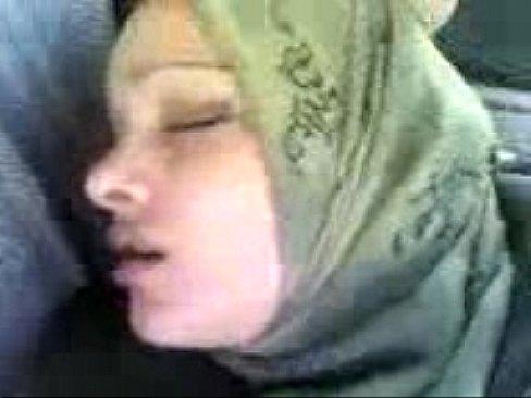 قاصر عراقية تتناك في السيارة وتمص الزب-بورن سكس عراقي