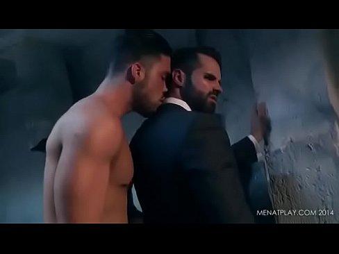 رجل أعمال ذو قيمة يمارس الجنس مع موظف له-بورن سكس أجنبي