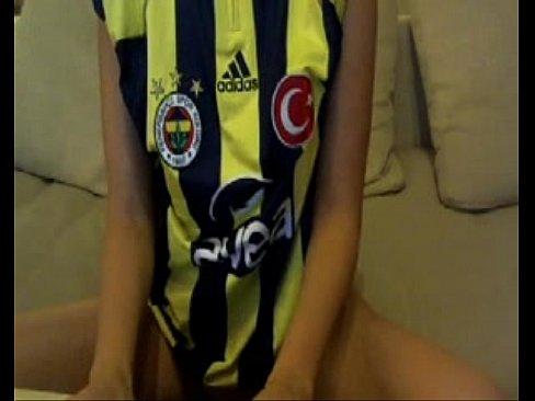 تركية هايجة تمص الزب وتلعقه بقوة-بورن سكس تركي