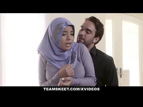 محجبة تتناك من شرطي يبحث عن زوجها-بورن سكس عربي