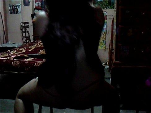 قحبة مربربة جميلة تملك جسد يهيج وبزاز كبيرة تتناك وتجلخ نفسها-بورن سكس كويتي
