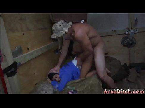 محجبة جميلة تتناك بعنف من جندي-بورن سكس موريتاني