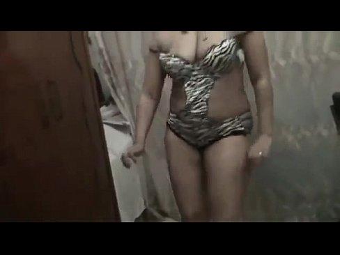 عراقية شرموطة ترقص بشهامة !! تم تتناك من الخلف-بورن سكس عراقي