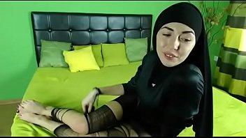 بتلعب فى نفسها وبعدين تكيف كوسها رائعه الاثاره-بورن سكس عربي