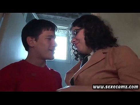 فرنسية تتناك من زميله الجديد في المدرسة!! هيجان تتناك في حمام المدرسة-بورن سكس فرنسي