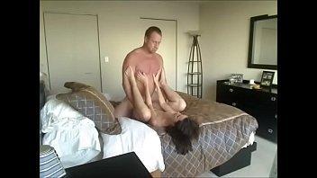 الزوج وهو بينيك مراته قبل النوم يحسس عليها ويفشخها-بورن سكس عربي