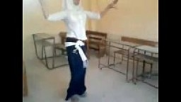 طالبة مصرية ووصلة رقص شرقي داخل الفصل-بورن سكس عربي