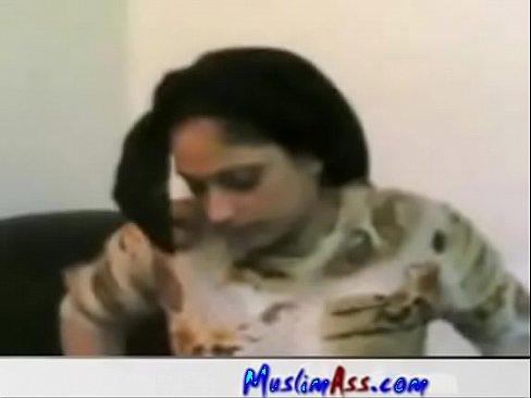 فلاحة مصري تتناك من عامل معها !! وتقول بتحب الزب-بورن سكس مصري