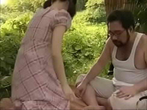 فتاة جميلةتتناك من زوج أختها !! في الغابة لتنزه-بورن سكس محارم
