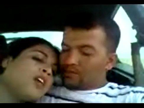 يمنية تمص زب صديقها في السيارة-أفلام سكس بورن عربية