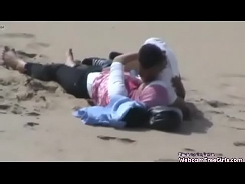 عمانية تتناك من حبيبها على الشاطئ امام الملاء-بورن سكس عماني