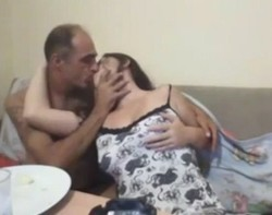 فرسه صدرها شديد اوى تتناك وراقده لعشيقها وتكيفه-بورن سكس عربي