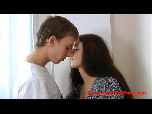روسية جميلة تتناك من مراهق جديد-بورن سكس روسي