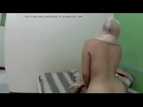 شرموطة يمنية تتناك وتمص الزب بجسدها الهايج-بورن سكس يمني