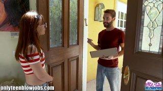 افلام بورن سكس ايطالي عامل توصيل الطلبات للمنزل ومراهقة ساخنة-بورن سكس أجنبي