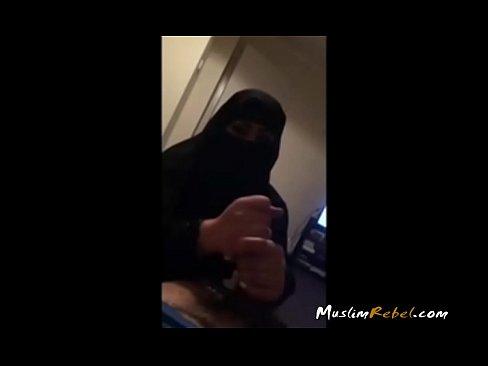 قحبة منقبة تمص الزب لجارها-بورن سكس منقبات