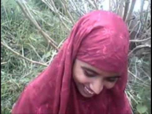 موريتانية صغيرة مع صديقها في الغابة-بورن سكس موريتاني