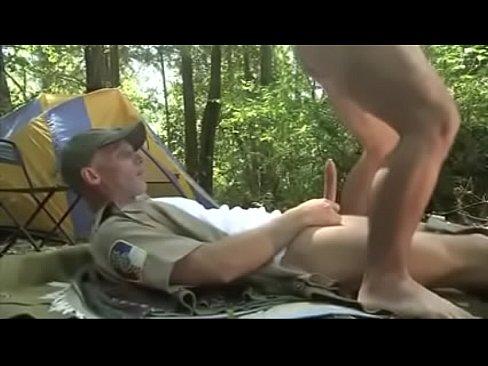 شاذ يمارس الجنس مع صديقه في الغابة-بورن سكس شواذ