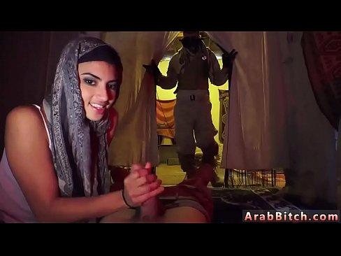 عربية تتناك من جندي !! وتمص الزب بحتراف-بورن سكس عربي
