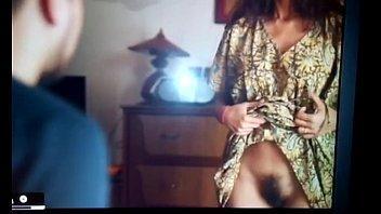 بيمسك كوس الموزه يرفع رجليها ويحط زبره مابين رجليها ويمتعها نياكه-بورن سكس عربي