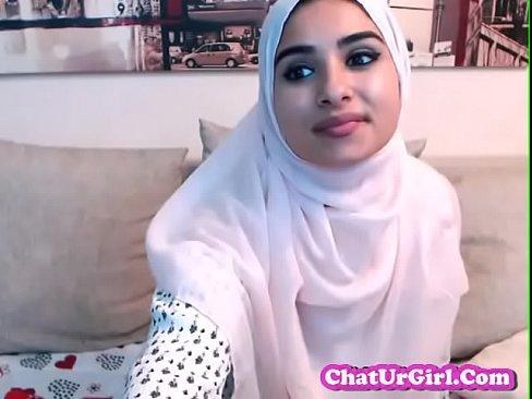 قطرية محجبة غاية في الجمال تتعرى لعشيقها الخليجي !!! أجمل جسد ممكن تشاهد-بورن سكس قطري